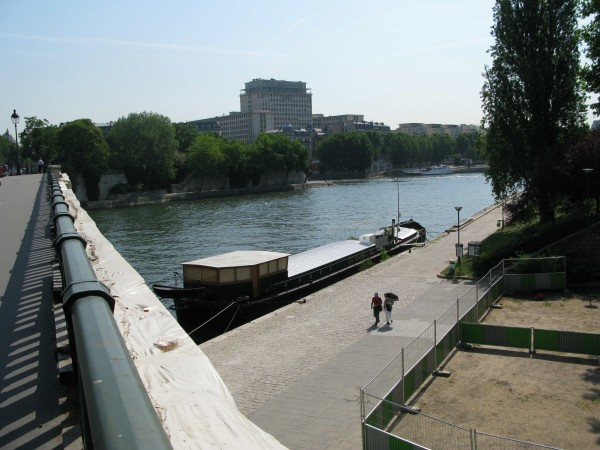 singing-in-the-Seine.jpg