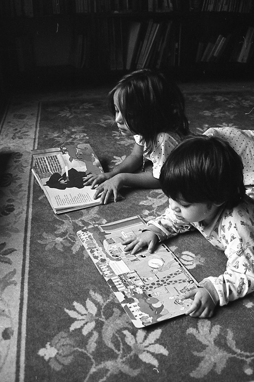 Lire en soeurs.